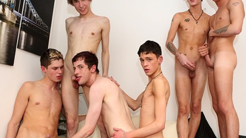 5 Twinks Fuck A Hot Bottom Bareback